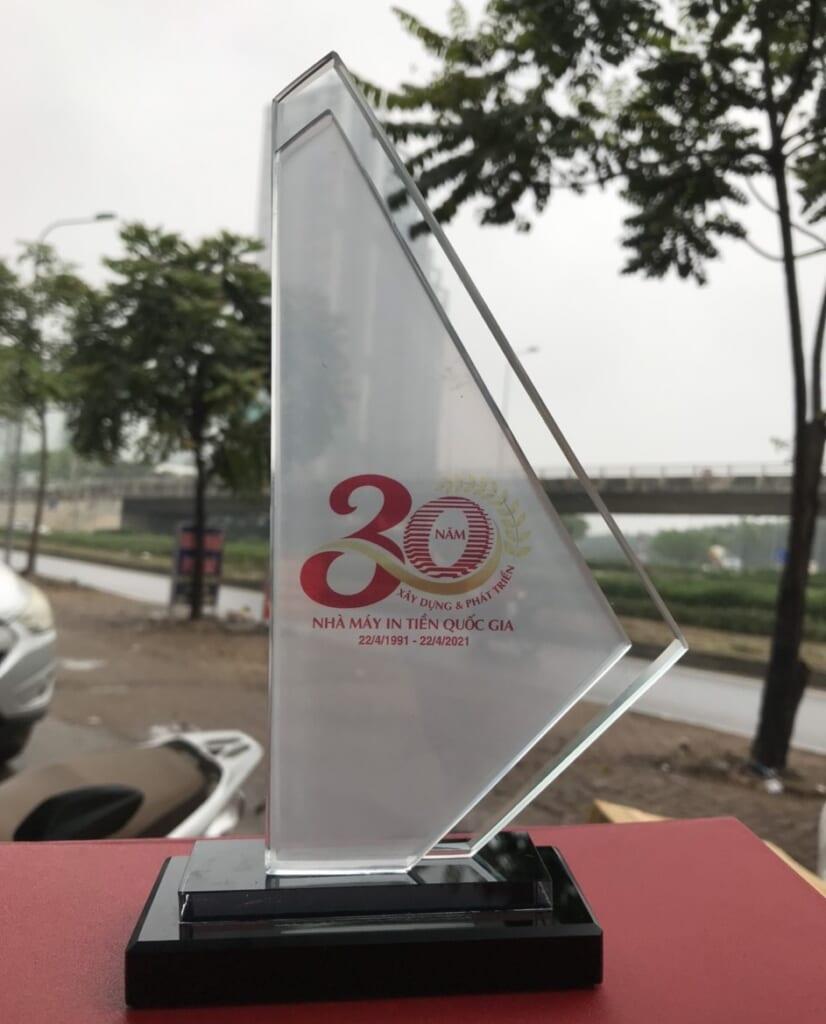 Kỷ niệm chương pha lê Nhà máy in tiền Việt Nam